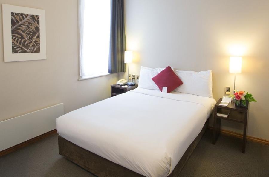 comfort-hotel-room_double.jpg-900 (1)